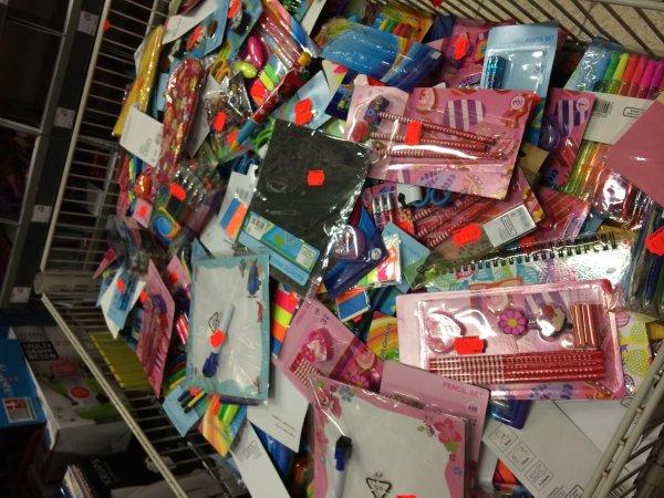 [LOKAL Real Braunschweig] Schreibwaren Abverkauf , jedes Teil 0,20€ (Stifte,Blöcke,etc...)