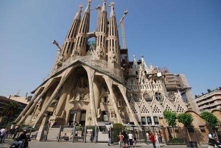 Januar 2015: 3 Nächte Barcelona, Hostel, Flug, Auto für 4 Personen ab 53 € p.P.