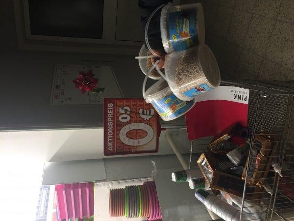 Gartenteichsticks Plastikbecher Milka Süßigkeiten Domino Süßigkeit etc.