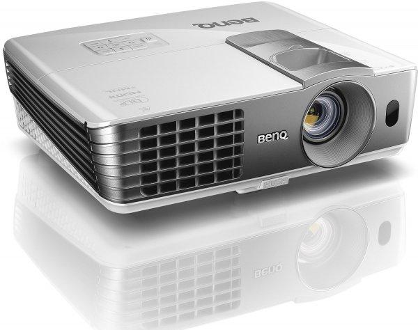 BenQ W1070 +  3D Heimkino DLP-Projektor (Full HD 1920x1080 Pixel, 2.200 ANSI Lumen, Kontrast 10.000:1, 2x HDMI, MHL, vertikal Lens-Shift) weiß für 606,13 € @Amazon.co.uk