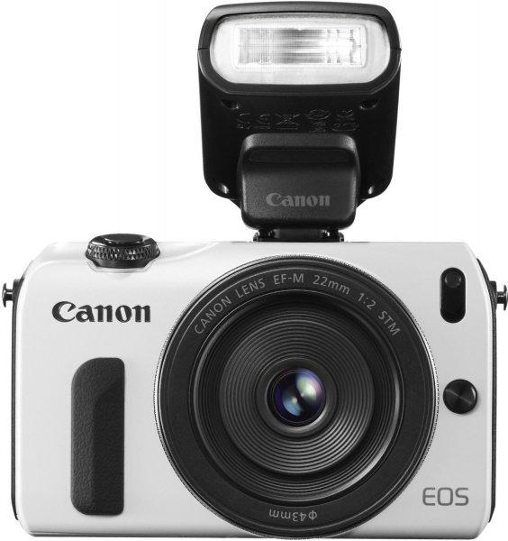 [Amazon Blitz]Canon EOS M kompakte Systemkamera (18 Megapixel, 7,6 cm (3 Zoll) Display, Full HD, Touch-Display) Kit inkl. EF-M 22mm 1:2 STM Pancake-Objektiv, Speedlite 90EX und Mount Adapter EF-EOS M weiß für 359,-€ VSK frei