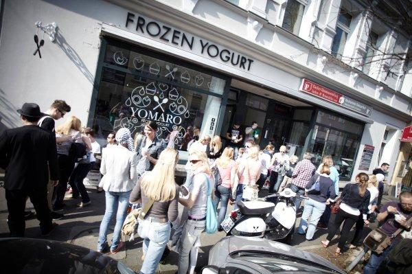 [Lokal Aachen] Gratis Frozen Yogurt Inkl. Topping und Sauce bei Neueröffnung von YOMARO am 21.03.15 ab 12Uhr