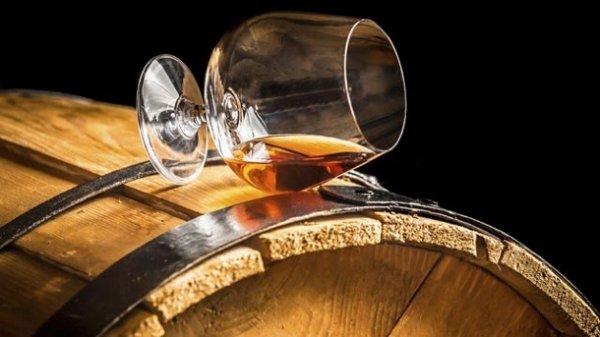 """[Trinkgut] Whisky Angebote z.B. für Einsteiger """"Ardmore Legacy""""19,99€/ für Fans """"Laphroaig 10""""27,99€/ für Genießer """"Lagavulin 16""""44,99€ etc."""