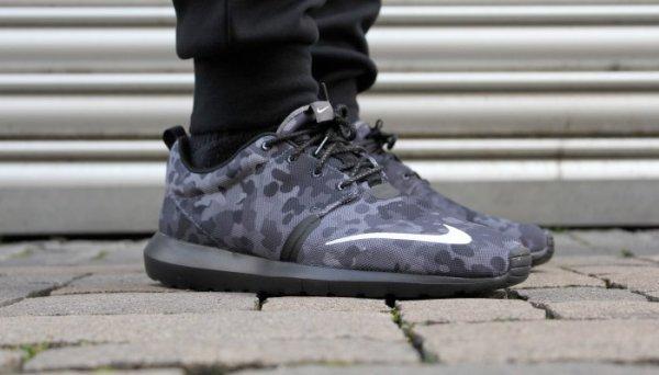 (www.solebox.com)  Nike Roshe Run NM FB