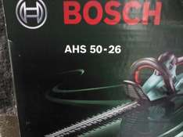 BOSCH AHS 50 26 Heckenschere  (Bauhaus durch Preisgarantie) plus Zubehörset über Bosch im Wert von 34,95