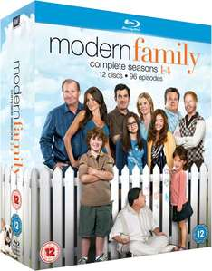 (UK) Modern Family - Seasons 1-4 (12 x Blu-ray - 96 Episoden - O-Ton!) für 27.39€ @ Zavvi