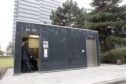 Köln : Benutzung von öffentlichen 30 Kölner Superklos ( Urinals)  für Männer gratis