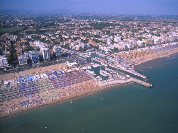 Eine Übernachtung und einen Tag lang alles gratis in Riccione ( Badeort in Rimini)