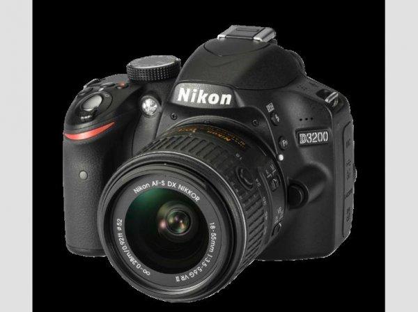 [Saturn] NIKON D3200+18-55mm VRII schwarz, Digitale Spiegelreflexkamera, 24.2 Megapixel, CMOS Sensor, 7,5 cm (2.95 Zoll) TFT-LCD ab 294,-€ Versandkostenfrei