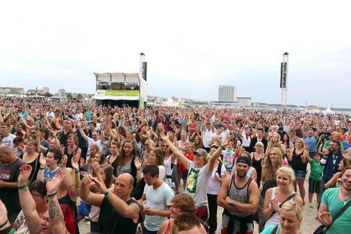 01.08.2015 [Lokal: Rostock-Warnemünde] Eintritt frei: Strandparty u. a. mit  Rea Garvey, Johannes Oerding und Mark Forster