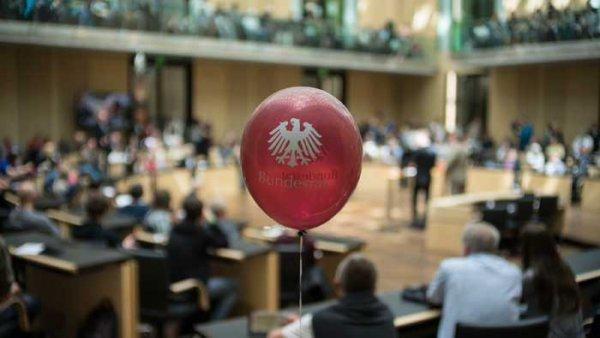 [Berlin] Tag der offenen Tür im Bundesrat mit Exponaten der documenta, 5. 9. 2015, 11-18 Uhr