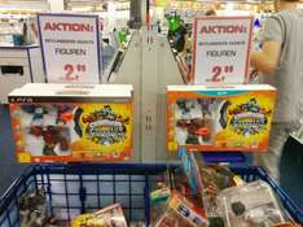 [Saturn Kassel] Skylanders Giants Starterpack 19.99 € und Figuren 2.99 €  - lokal(?) [PS3 und WiiU]