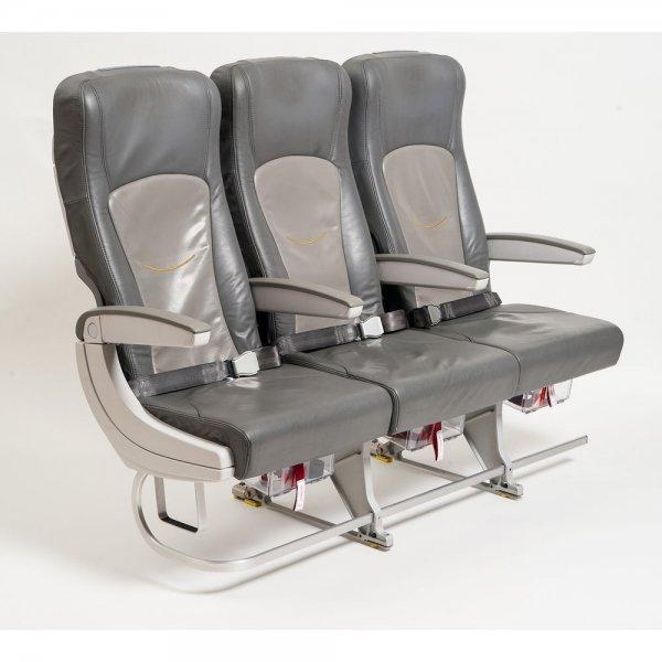 [EBAY] LUFTHANSA 3er Sitzbank Flugsitz aus Airbus A320 Flugzeug Lederbezug für 599 Euro