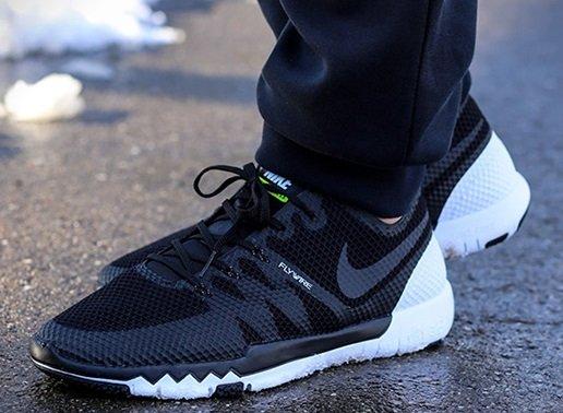 Nike Free Trainer 3.0 schwarz/ blau - Größe 40-47 für 62,94 € (57,94 € mit qipu)