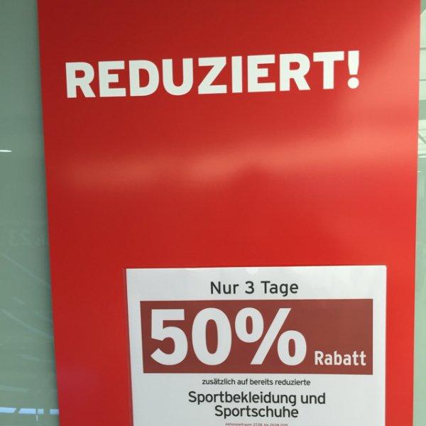 Karstadt Sports 50% auf bereits reduzierte Sportkleidung und -Schuhe [Bundesweit]
