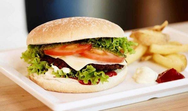 [lokal München] Burger mit Beilage + Getränk für 2/4 Personen bei Meat in Bun ab 12,90€ @ Groupon