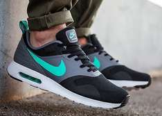 [AMAZON] Nike Air Max Tavas (black-menta-grey) für 75,26 €