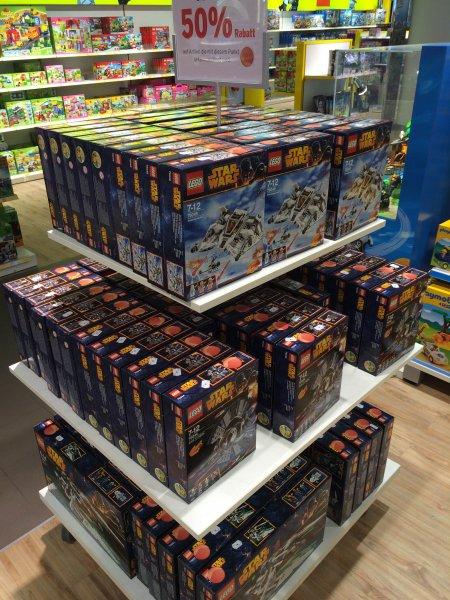 [Karstadt - FFM] LEGO STAR WARS - 50% unter UVP, Snowspeeder 75049, Tri-Fighter 75044, Jedi Scout Fighter 75051; Preis 30-44% unter idealo