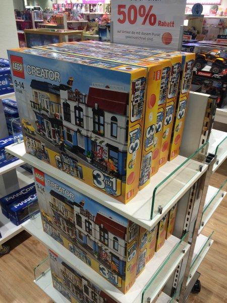 [Karstadt - FFM/Zeil] LEGO Creator 3in1 - Fahrradladen und Cafe 31026 für 34,99€, 50% unter UVP; 41% unter idealo Preis