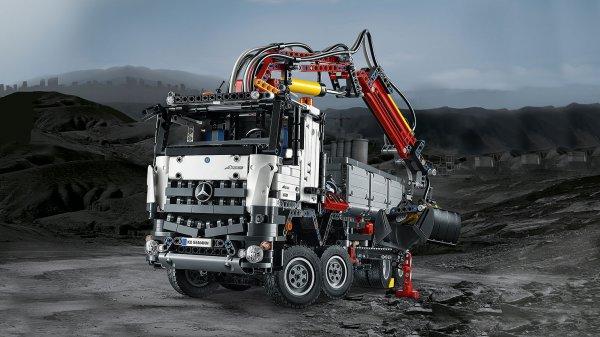 LEGO Technic 42043 Mercedes Benz Arocs 3245 für 157,24 Euro bei intertoys (nur heute)