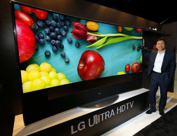 """{catprice} LG 105UC9V 105"""" Heimkino-TV UHD 5k Curved Aussteller für nur 37.492,50€ anstatt 80.018€!"""