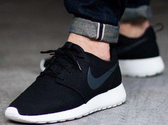 [ab 26.11.@runners point] Nike Roshe One - schwarz + blau + grau für 52,42 € (viele Größen + 4% qipu) @Black Friday