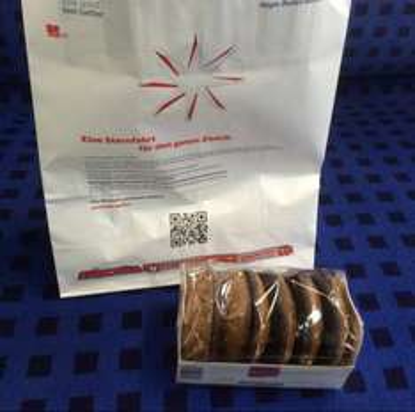 [Lokal BW] Weihnachtsmänner der DB Regio verteilen heute Geschenktüten in Zügen (200g Lebkuchen)