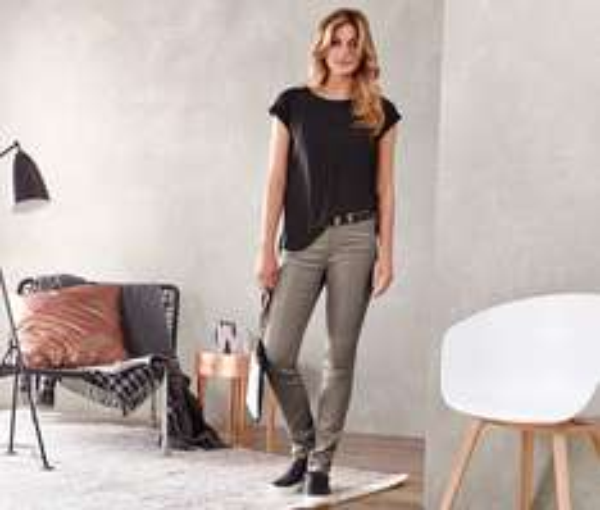 [8% Qipu] Damen Jeans »Slim fit« mit silberfarbener Beschichtung in den Größen 36-46 für 14€ bei Lieferung in Filiale @Tchibo Online