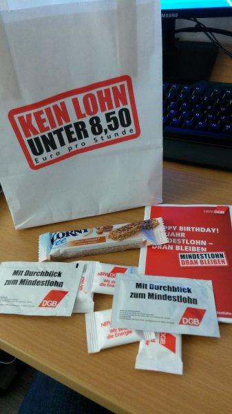 """DGB verteilt kleine Tüten in Düsseldorf & Wuppertal zum Thema """"Mindestlohn"""""""