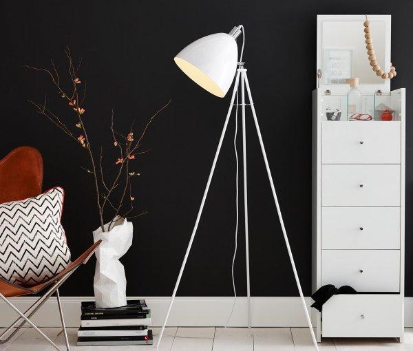 [8% Qipu] Stehleuchte (150cm hoch) aus lackiertem Metall in weiß für 24€ frei Haus @Tchibo Online