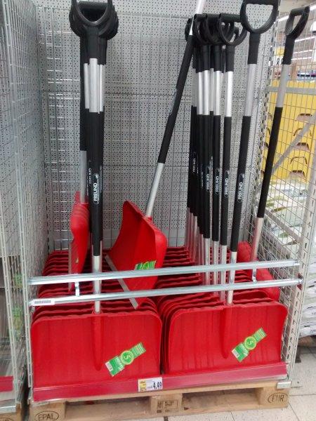 Kaufland (bundesweit?) Kunststoff-Schneeschieber mit Alu.-Stiel von FREUND statt 24,95 € nur 4,49 €