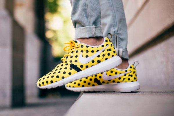 """UK: Nike Roshe NM QS 'Polka Dot"""" in gelb bzw. grün (Größen eingeschränkt bis 44,5) CC nötig"""