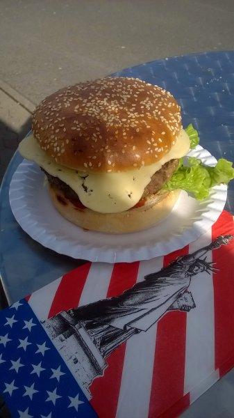 [Media Markt Schweinfurt] US-Black Angus Beef Burger 180g mit Käse für 3 €