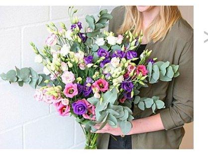 BLOOMPOST/brands4friends Gutschein für 1 Strauß Japanrosen, inkl. Vase Neukunden!! wert 54,90 €