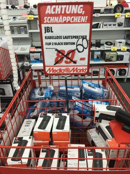 [Lokal Mediamarkt Schweinfurt/97424] JBL Flip 2 Black Edition NFC Bluetooth Wireless Stereo-Lautsprecher (Tragbar, Aufladbar, Integriertem Mikrofon, Kompatibel mit Apple iOS/Android Smartphones/Tablets/MP3 Geräten) 60,00 Euro