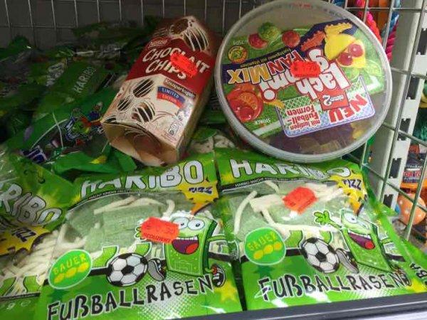 0,30€ Abverkauf Fußball Süßigkeiten Haribo, Nimm2, Choclait Chips [Kaufland Velbert]
