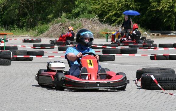 3 Einzelfahrten à 10 Min. für 1 Person inkl. Leih-Helm auf der Michael Schumacher Kartbahn - Michael Schumacher Kart & Event Center