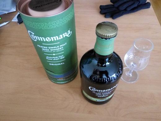 Connemara single malt Whiskey&Deguglass