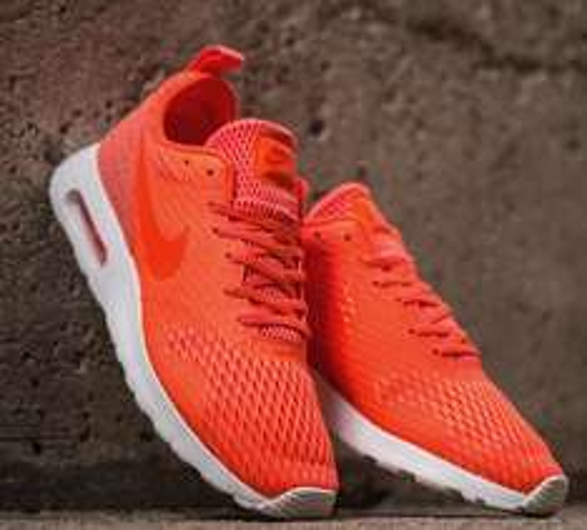 [SNIPES] Nike Air Max Tavas SE - Neonorange für 53,99 € inkl. Versand (Größe 40 - 47,5)