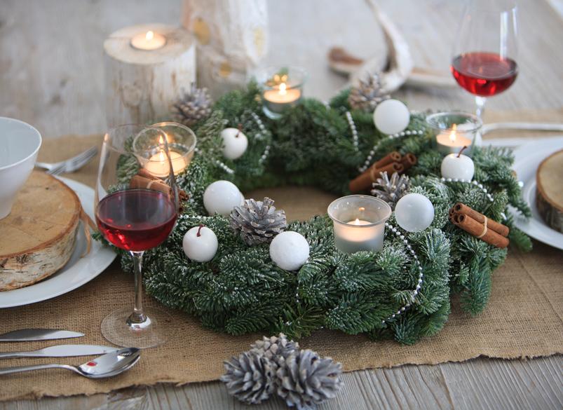 Christmas Bells are ringing: Zwei Adventskränze für je 19,95€ inkl. VSK zur Auswahl bei [Bloompost]