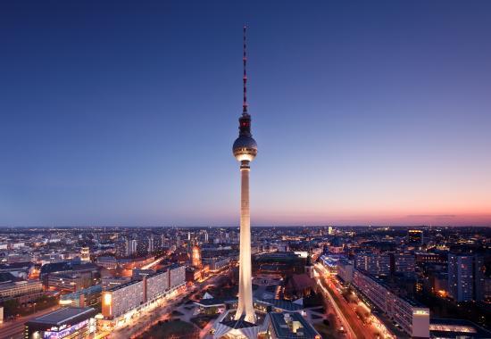 Berliner Fernsehturm - Eintritt für 2 Erwachsene und 2 Kinder für nur 26 €