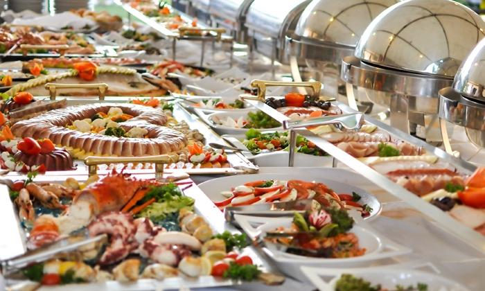 (Hannover) All-you-can-eat-Sonntagsbrunch für 2 (15,90€) oder 4 Personen (29,90€) inkl. je 1 Glas Sekt im Restaurant Carre (bis zu 53% sparen*)