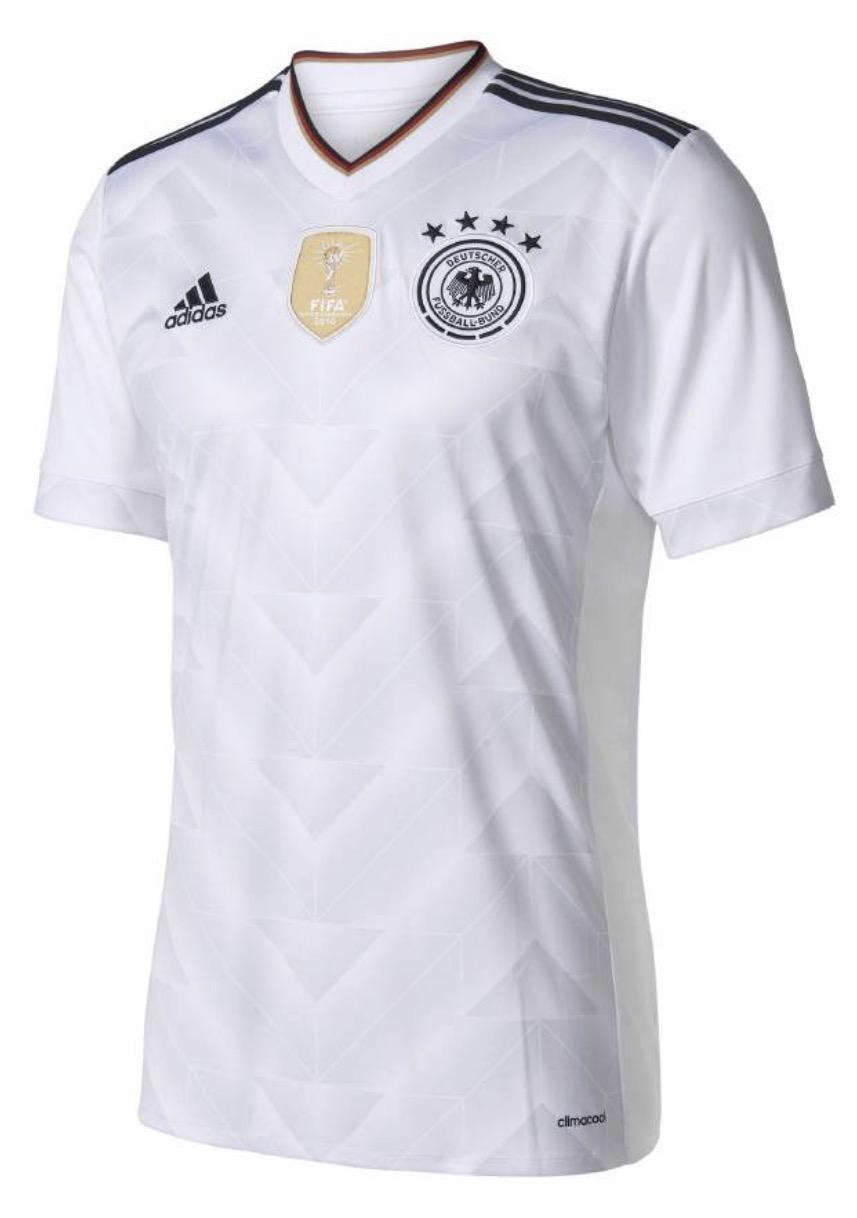 LOKAL IN BERLIN?! Karstadt Sport Beim Kauf von 3 Artikel nur 2 bezahlen