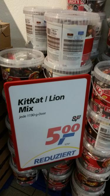 Lokal im Real Berlin-Hellersdorf - KitKat/Lion Minis Mischung 1190 gr. Eimer für 5 Euro