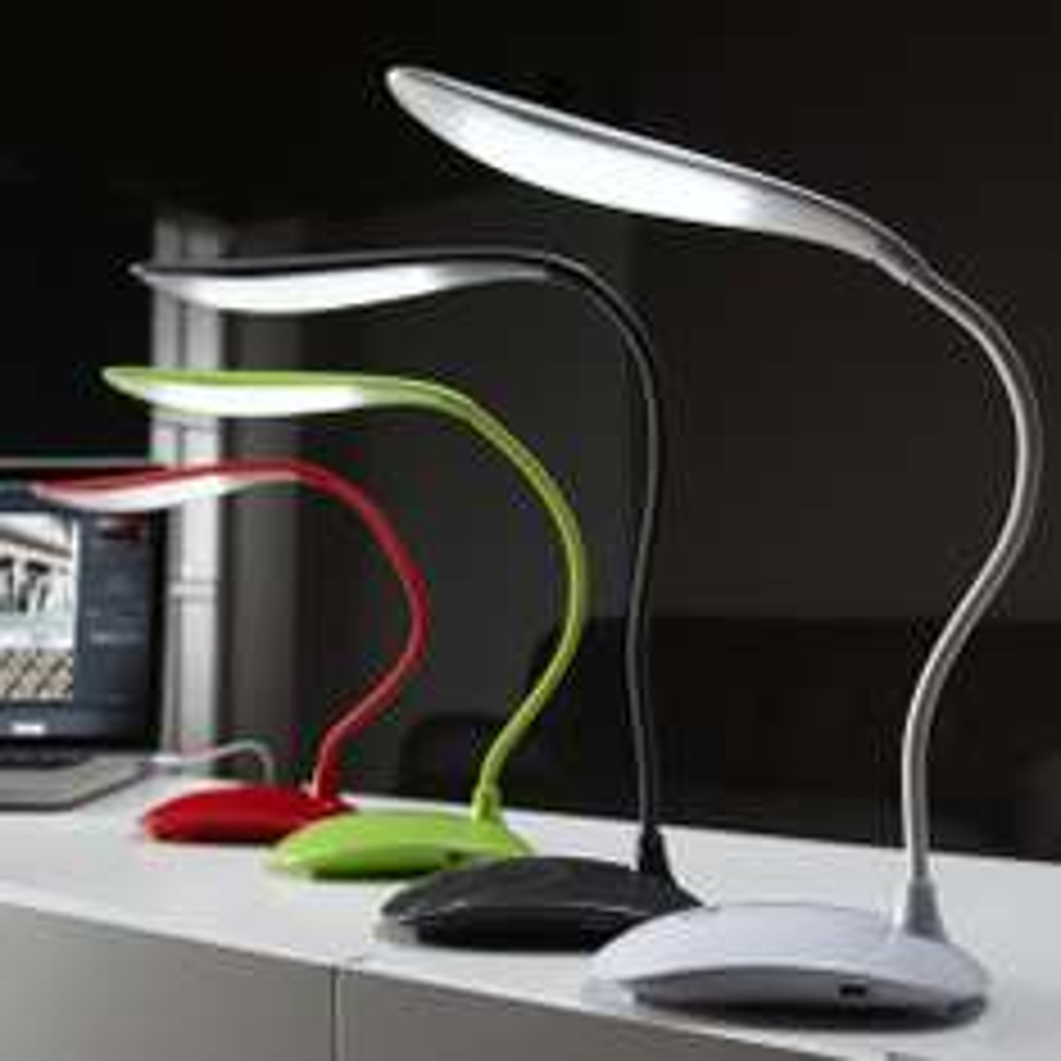 [OFFLINE == Dealpreis] Dänisches Bettenlager - LED Tischlampe mit USB/Batterie für -50% gut für EDV-Ecke