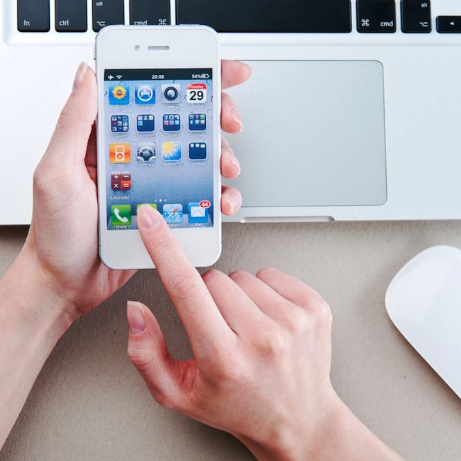 Apple iPhone SE 64 GB mit 14-%-Gutschein