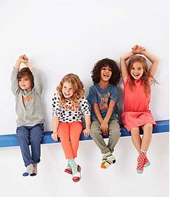 Neue Kinderkollektion mit 15% Rabatt bei [Tchibo] z.B. Zweierpack Langarm Oberteile für 12,74€ bei Abholung