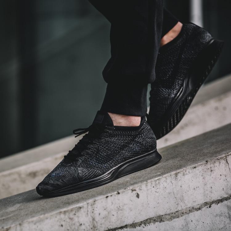 Nike Flyknit Racer ALL Black für 127,92€ bei Runnerspoint (Größe 40-47,5)