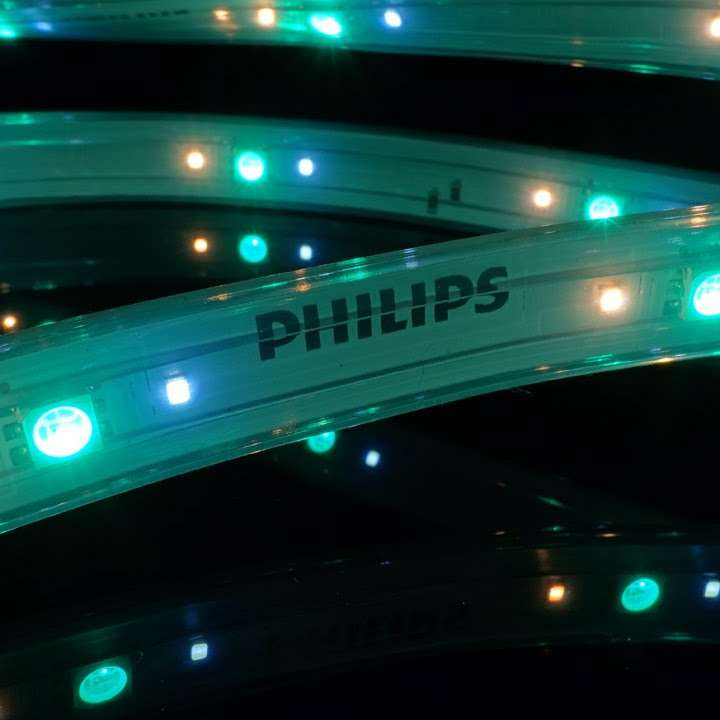 philips hue lightstrip plus 2m basis 1m erweiterung. Black Bedroom Furniture Sets. Home Design Ideas