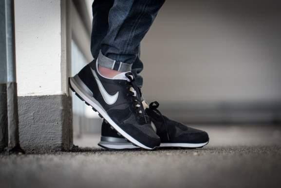 Nike Internationalist in schwarz, grau und blau für 59,95 € [+5% Shoop] bei [Sportscheck]